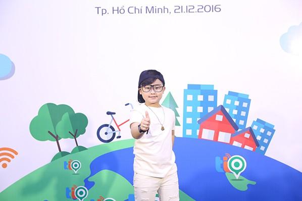 Con gái Thúy Hạnh - Minh Khang chững chạc bên ba mẹ ảnh 6