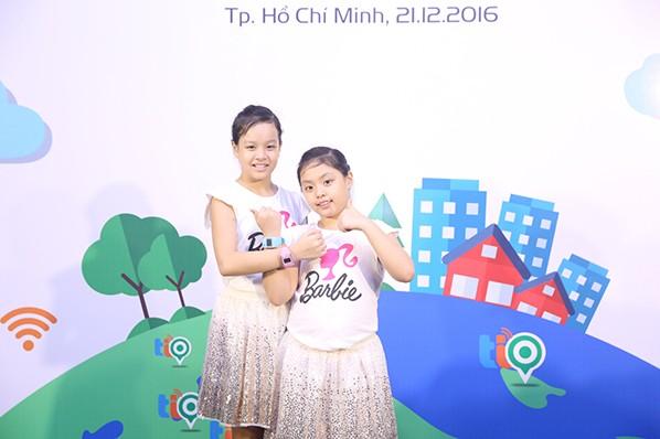 Con gái Thúy Hạnh - Minh Khang chững chạc bên ba mẹ ảnh 4