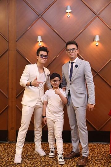 Con gái Thúy Hạnh - Minh Khang chững chạc bên ba mẹ ảnh 5