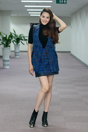 Nữ diễn viên xuất hiện trẻ trung năng động trong trang phục của NTK Xuân Lê