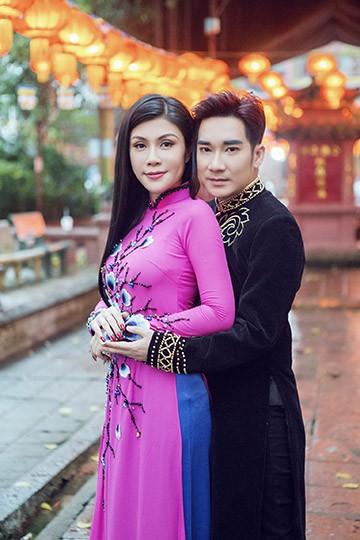 Uyên Trang rủ Quang Hà lên chùa xin lộc đầu năm mới ảnh 12