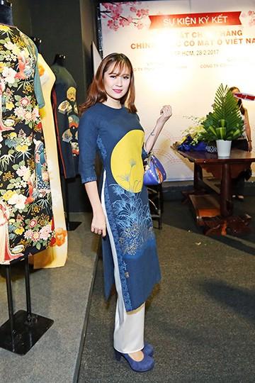 Hoa hậu Hương Giang nổi bật tại triển lãm áo dài ảnh 7