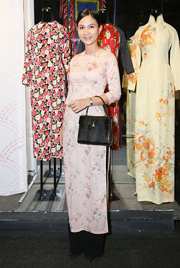 Hoa hậu Hương Giang nổi bật tại triển lãm áo dài ảnh 6