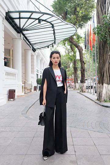 BTV Quỳnh Chi chứng tỏ độ sành điệu với quần áo đắt đỏ ảnh 6
