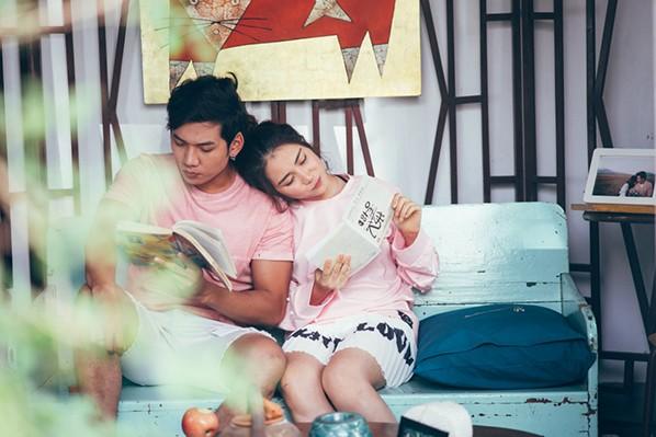 """Hòa Minzy """"khóa môi"""" con trai nuôi Hoài Linh trong MV """"Tìm một nửa cô đơn"""" ảnh 5"""
