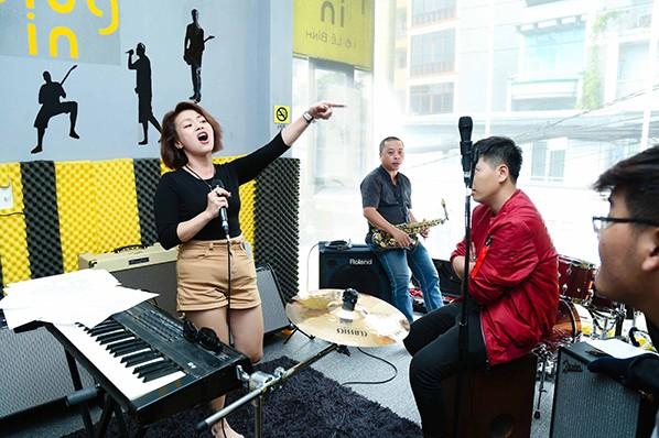 Hải Yến Idol tất bật cho đêm nhạc Top Hit 90 - 20'