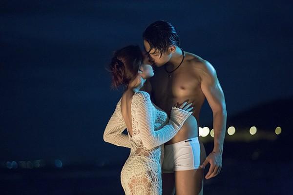 """""""Bỏng mắt"""" với tạo hình sexy của Bảo Anh trong """"In the night"""""""
