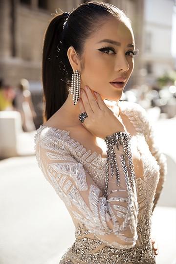 Lý Nhã Kỳ gây bất ngờ với vẻ đẹp hoang dại tựa Nữ hoàng Cleopatra