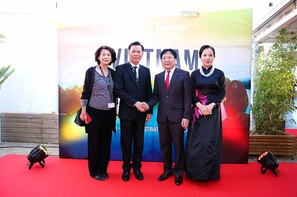 """""""Đêm Việt Nam"""" gây ấn tượng tại Liên hoan phim Cannes 2017 ảnh 5"""
