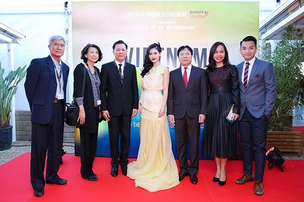 Thứ trưởng Bộ Văn hoá Vương Duy Biên và các khách mời