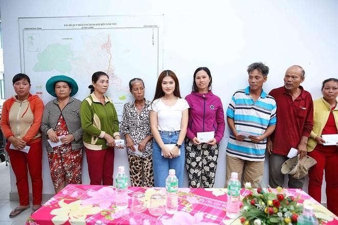 Trang Trần, Ngọc Thanh Tâm hăng say làm thiện nguyện giữa mùa mưa bão