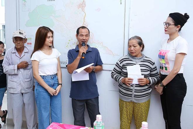 Trang Trần, Ngọc Thanh Tâm hăng say làm thiện nguyện giữa mùa mưa bão ảnh 6