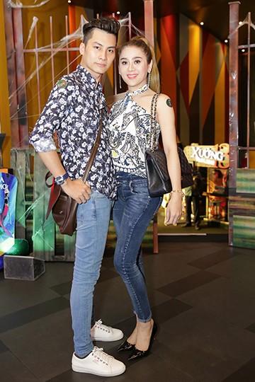 Vợ chồng Lâm Khánh Chi tình cảm bên nhau