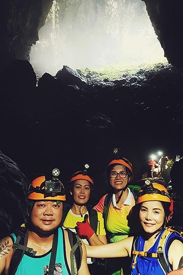 Trang Trần thích thú khám phá hang Sơn Đoòng