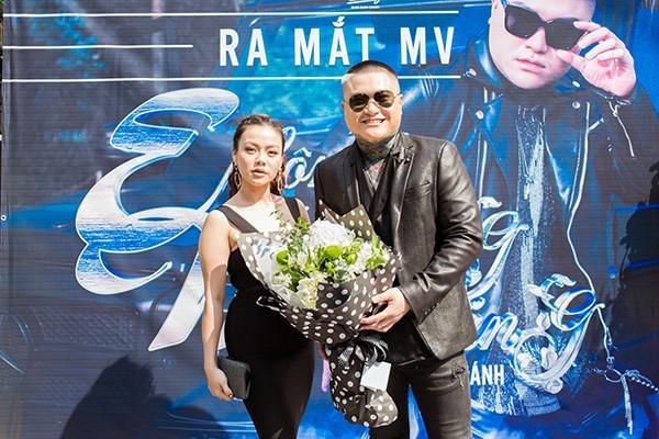 Hải Yến Idol rạng rỡ chúc mừng sản phẩm mới của Vũ Duy Khánh