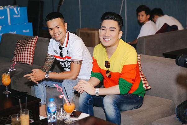 Quang Hà và nhạc sĩ Phúc Trường cởi mở chia sẻ với truyền thông tại buổi gặp gỡ