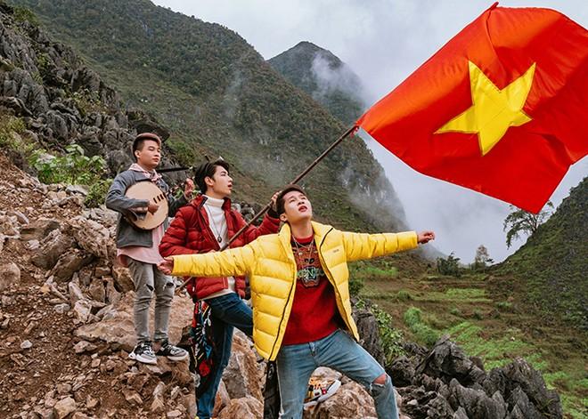 """""""Việt Nam tôi"""" từ Jack và K-ICM thẳng tiến vào top 1 trending youtube sau 24h"""