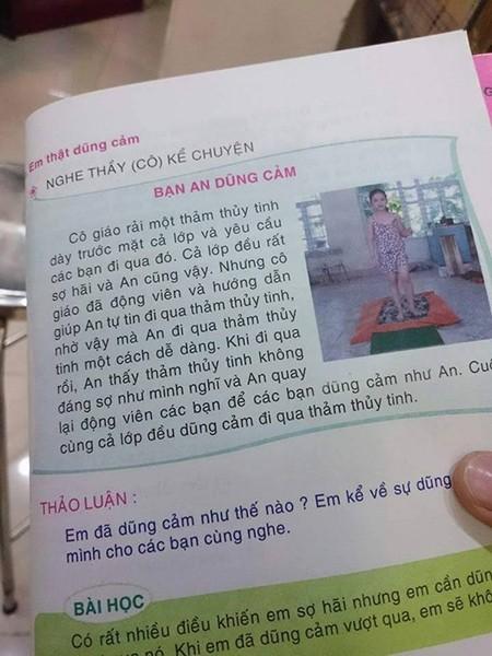 Ảnh gốc chụp trang sách có bài học dạy học sinh đi trên thủy tinh vỡ (đã bị lược bỏ khi tái bản năm 2015)