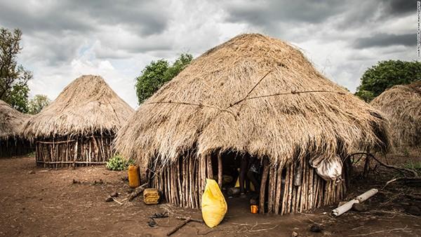 Những túp lều phổ biến trong các ngôi làng của bộ lạc Mursi.