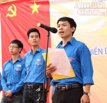 Anh Trần Mạnh Đạt, Trưởng Ban chỉ đạo chiến dịch đọc báo cáo hoạt động và trọng tâm chiến dịch. Ảnh: Hà Thu