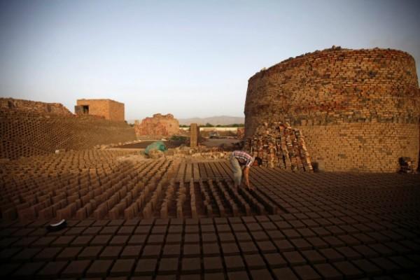Bất chấp những mối đe dọa hủy diệt, sự lây lan mạnh mẽ của văn hóa bê tông hay ngân sách thời chiến eo hẹp. Dường như ở Yemen, sức hấp dẫn của nghệ thuật cổ xưa vẫn còn rất lớn.