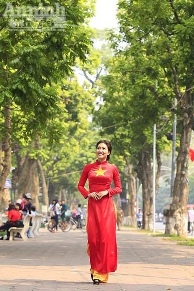 """Với gương mặt khả ái cùng với sự xuất sắc trong phần thi tài năng và ứng xử, cô gái người dân tộc Cờ Lao đã giành giải Nhất trong cuộc thi """"Người đẹp miền cao nguyên đá 2014""""."""