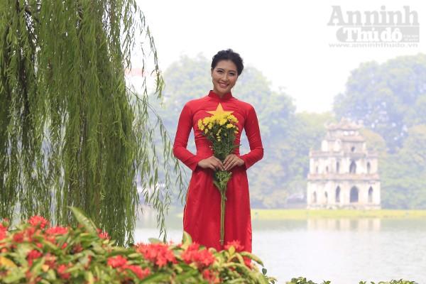 Sinh năm 1993 tại cao nguyên đá Đồng Văn, Hà Giang, Lưu Thị Hòa hiện đã tốt nghiệp khoa Quốc tế học trường ĐH Khoa học xã hội & Nhân văn và đang công tác tại 1 doanh nghiệp nước ngoài.
