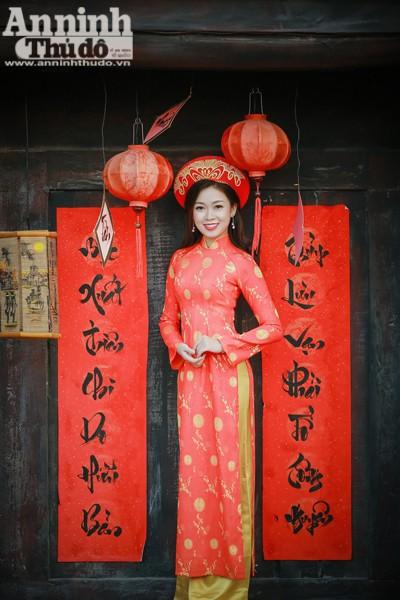 Câu đối đỏ luôn là 1 phần trong ngày Tết cổ truyền của người Việt Nam