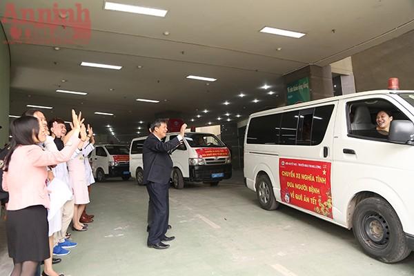 Được biết chuyến xe đưa bệnh nhân về xa nhất là Thanh Hóa, còn lại sẽ là các tỉnh Ninh Bình, Hà Nam, Thái Bình, Nam Định, Vĩnh Phúc và Phú Thọ.