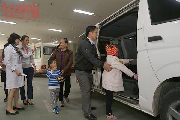 Những chuyến xe nghĩa tình đưa bệnh nhân nghèo về quê ăn Tết ảnh 9