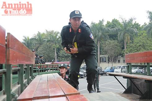 Những hình ảnh Cảnh sát cơ động và 141 xuất quân bảo vệ ANTT đêm Giao thừa