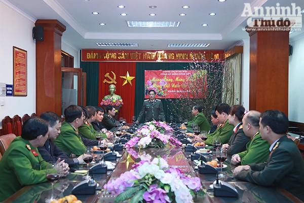Thiếu tướng Đoàn Duy Khương biểu dương những thành tích mà CAQ Đống Đa đã đạt được