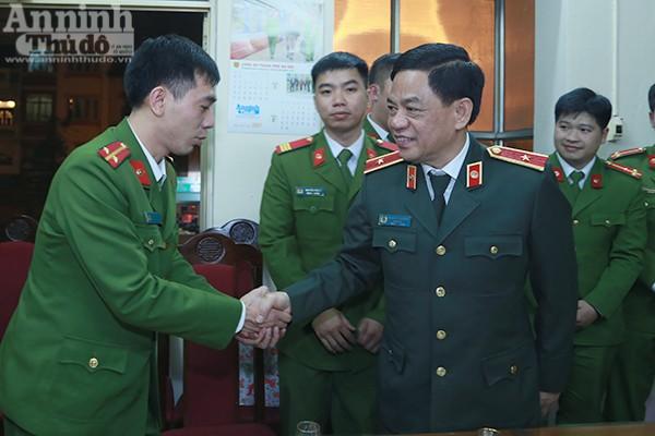 Thiếu tướng Đoàn Duy Khương đã đến thăm và động viên các chiến sĩ CAP Quốc Tử Giám