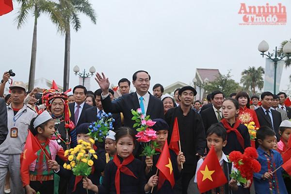 Chủ tịch nước Trần Đại Quang chung vui cùng cộng đồng các dân tộc Việt Nam.