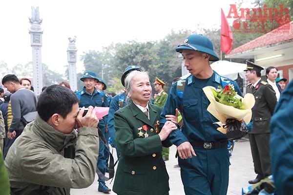 Những hình ảnh xúc động tại lễ giao nhận quân 2017 ảnh 24