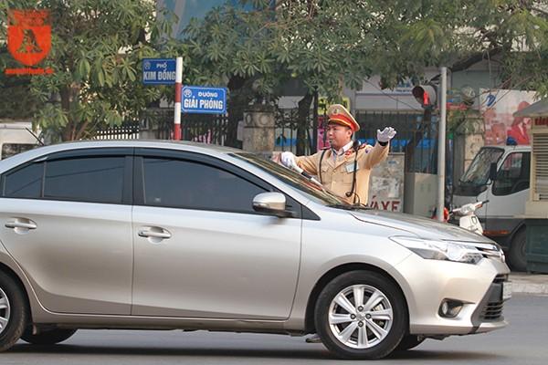 Đường Giải Phóng - Kim Đồng (Hai Bà Trưng, Hà Nội) lưu lượng người tham gia giao thông rất đông do khu vực này là tuyến có 2 bến xe Giáp Bát và Nước Ngầm