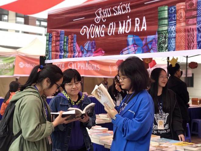 Trước đó, tháng 3-2019 Hội sách The Hidden Book 2019 do CLB Ams Advisor với hoạt động đổi sách cũ – bán sách mới đã thành công, gây ấn tượng với đông đảo các bạn trẻ Thủ đô