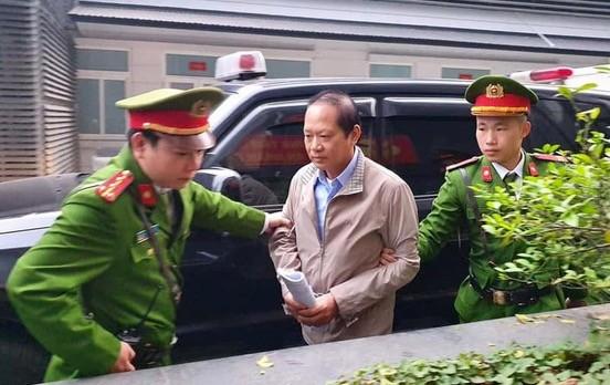 Ông Trương Minh Tuấn được đưa tới toà