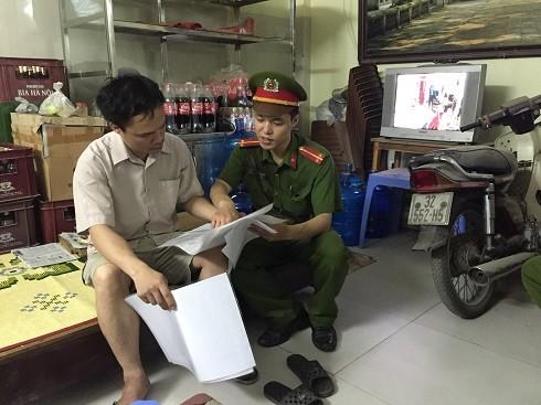 Cảnh sát khu vực thường xuyên tuyên truyền, nhắc nhở các chủ nhà đôn đốc người thuê trọ đi đăng ký tạm trú