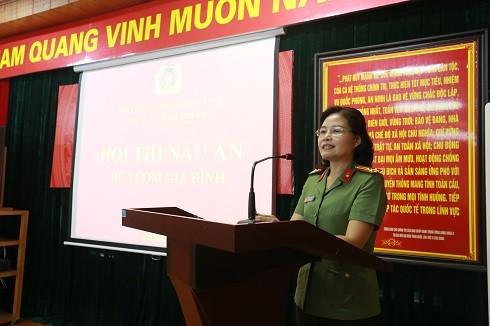 Thượng tá Vũ Thị Kim Yến - Chủ tịch Hội phụ nữ CATP phát biểu tại hội thi