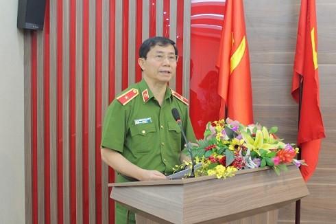 Thiếu tướng Hoàng Quốc Định - Bí thư Đảng ủy, Giám đốc Cảnh sát Phòng cháy và chữa cháy thành phố Hà Nội phát biểu tại hội nghị