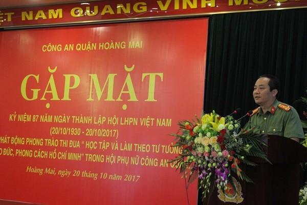 Thượng tá Nguyễn Văn Linh- Phó Trưởng Công an quận Hoàng Mai phát biểu chúc mừng Hội Phụ nữ CAQ