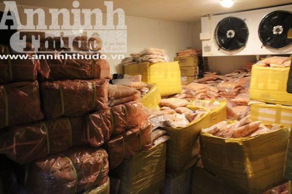 Kho hàng chứa số lượng lớn sụn gà, sụn lợn, lòng lợn, chân gà không đủ giấy tờ chứng minh nguồn gốc