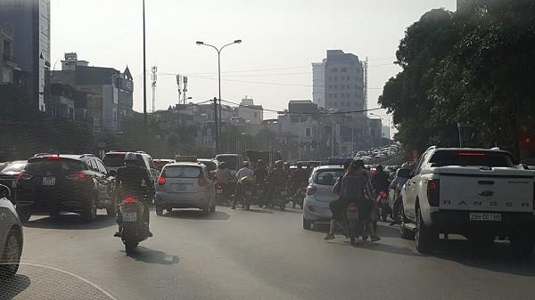 Cận cảnh vụ 4 chiếc xe ôtô va chạm trên đường Trần Khát Chân ảnh 4