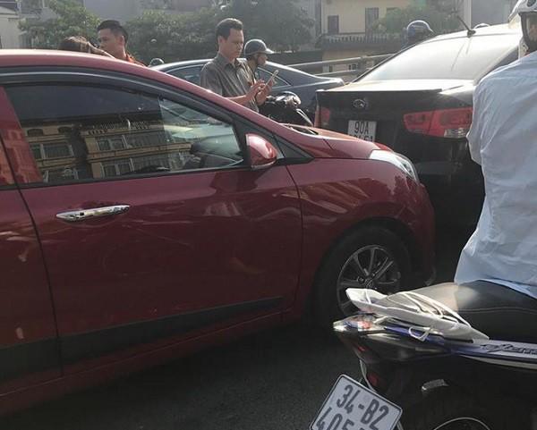 Cận cảnh vụ 4 chiếc xe ôtô va chạm trên đường Trần Khát Chân ảnh 6