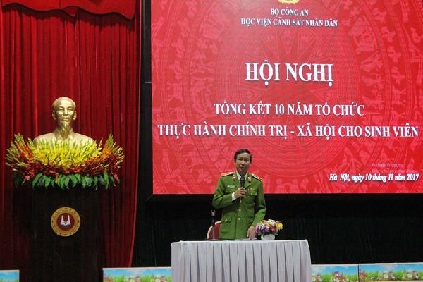 Thiếu tướng, PGS.TS Nguyễn Văn Nhật - Phó Giám đốc Học viện Cảnh sát nhân dân chủ trì hội nghị