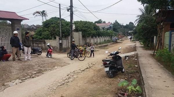 Đoạn đường trước ngôi nhà cháu bé bị bắt cóc