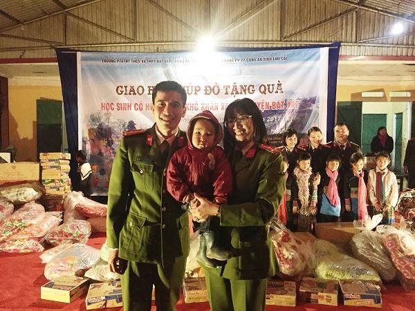 CAH Gia Lâm mang áo ấm đến cho trẻ em ở Y Tý, tỉnh Lào Cai