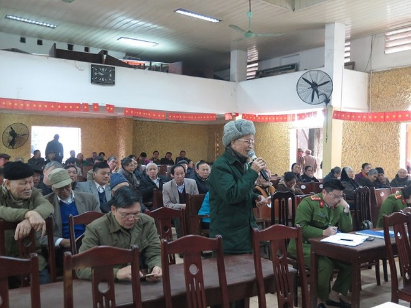Người dân đóng góp ý kiến cho lực lượng CAP Phương Canh