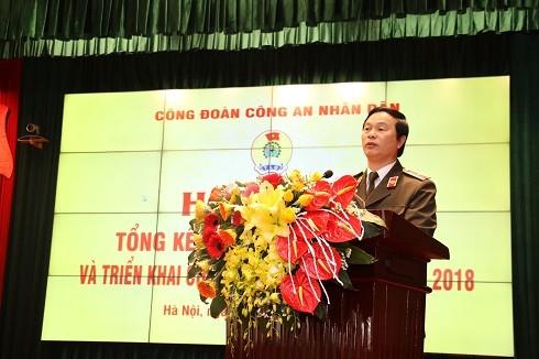 Thiếu tướng Bùi Minh Giám- Phó Tổng cục trưởng Tổng cục Chính trị CAND phát biểu tại hội nghị